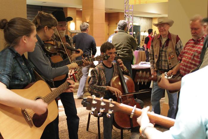 Live impromptu jam session by hotel elevator | Bellevue.com