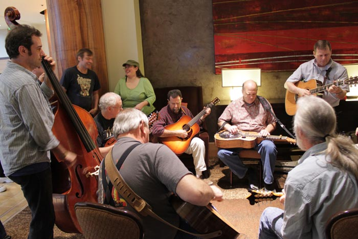 Live impromptu jam session in the hotel hallway | Bellevue.com