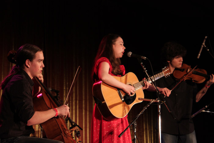 Sarah Jarosz with Alex Hargreaves and Nathaniel Smith - live in concert | Bellevue.com