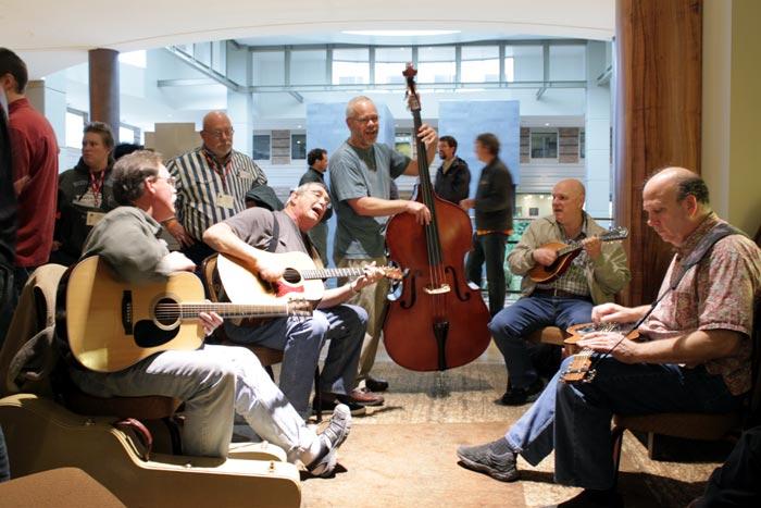 Live impromptu jam session in hotel lobby | Bellevue.com