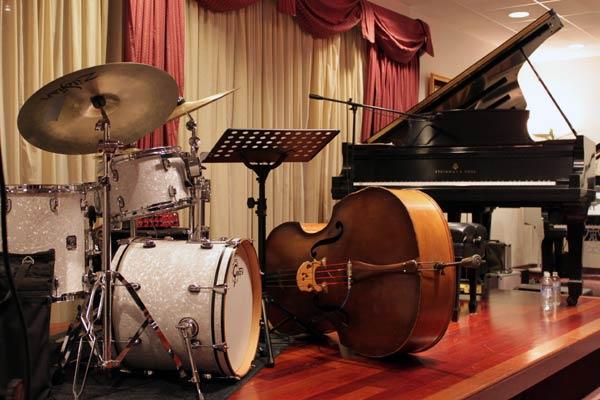 Ariel Pocock Trio at Eastside Jazz Club, February 9, 2010 | Bellevue.com